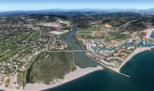 高尔夫球场附近海滩一线住宅区项目